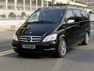 Mercedes-benz-Viano_airport_transfer_01.jpg