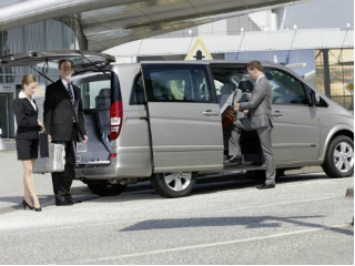 Mercedes-benz-Viano_airport_transfer_02.jpg